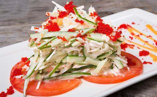 Салат из овощей с красной икрой