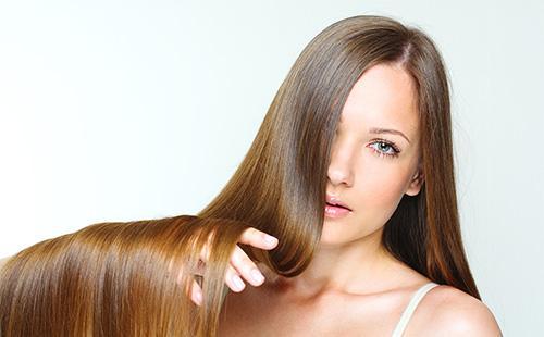 Блестящие и гладкие каштановые волосы
