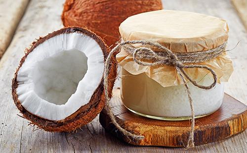 Половинка кокоса и баночка масла